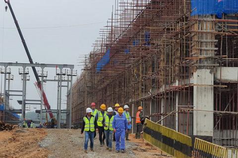 Giá thép tăng 'sốc', nhiều dự án bất động sản ngưng thi công