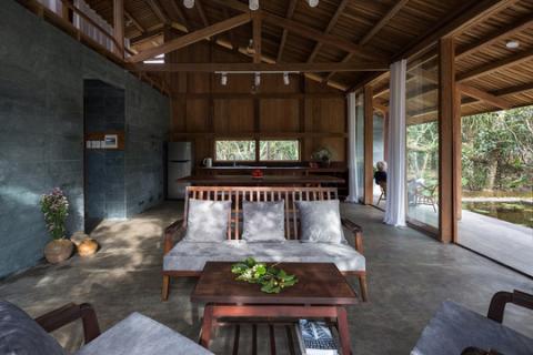 Lạc bước vào ngôi nhà gỗ đẹp như mơ giữa làng bưởi ở TP Huế